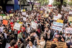 Manifestação ocorrida na Praça Savassi, em Belo Horizonte, no dia 15 de junho. Esse foi o Primeiro Ato contra o aumento da tarifa de transporte coletivo na cidade. Foto: Mídia Ninja.