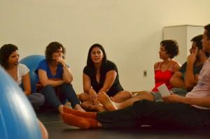 Conversa sobre a atuação docente e discente em dança, na universidade, rende embates e posicionamentos indignados e respeitosos. Foto: Clara Bevilaqua.